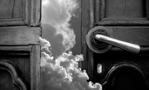 Neznámé zvuky za dveřmi