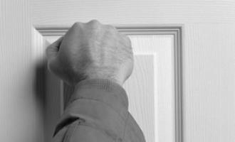 Bouchání na dveře