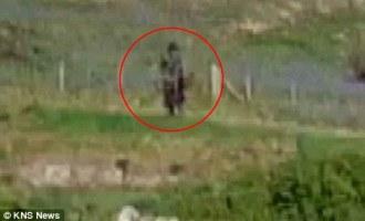 Turista natočil na video přízrak v temném plášti