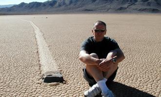 Tajemství pohybujících se kamenů v americkém Údolí smrti