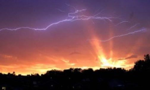 Obloha je plná záhadných světelných jevů