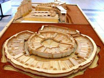 Obrovský starověký ruský monument3