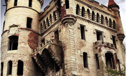 Gotický zámek – Muromcevo, Rusko