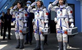 Sledovalo čínskou kosmickou loď UFO (video)?