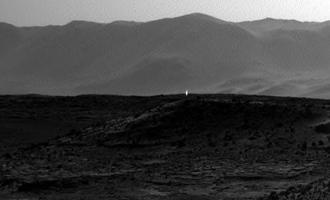 Mars: Vozítko Curiosity zachytilo podivné světlo