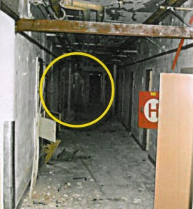 Zdeňku Weberovi se podařilo vyfotografovat v nemocniční chodbě něco mrazivého. Zachycuje snímek ducha, o nichž se v souvislosti s těmito prostory hovoří: