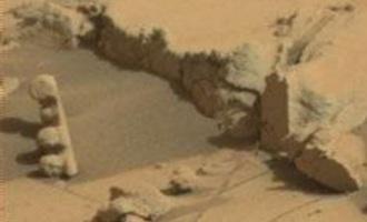 """Na Marsu byl objeven zvláštní artefakt se čtyřmi """"světly"""""""