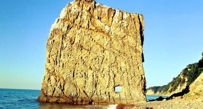 Kdo vytvořil skálu na pobřeží Černého moře?