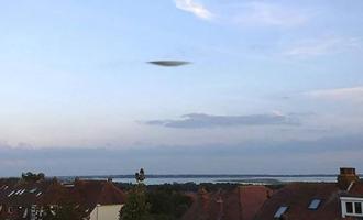 """Podivný """"létající talíř"""" byl spatřen několika svědky na jihu Anglie"""