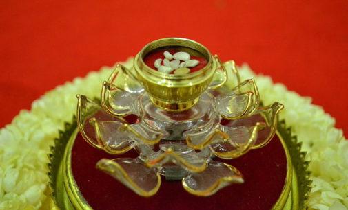 Sariry – záhadné předměty, které se objevují po zpopelnění mnichů