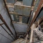 V této výtahové šachtě našli před pár lety mrtvolu.