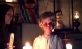 Internet vyděsilo strašidelné video s prokletou panenkou! Prohlédni si ho jen na vlastní nebezpečí!