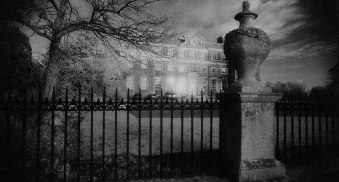 Raynham Hall: Záhada Hnědé paní