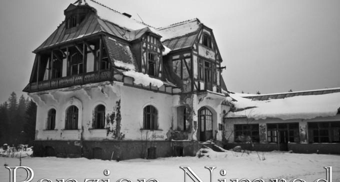 Penzion Nimrod: Záhadná stavba uprostřed lesů