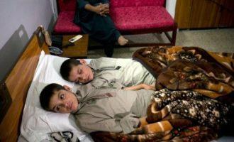 VIDEO: Sluneční děti z Pákistánu – po západu Slunce jsou zcela bezvládně