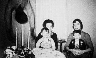 Portrét rodiny Cooperových: Kdo je vetřelcem na děsivé fotografii?