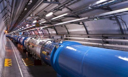 VIDEO: Mohl by velký hadronový urychlovač částic v CERNu otevřít bránu do jiné dimenze?