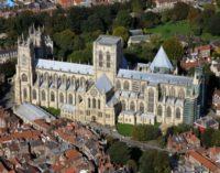 VIDEO: Neuvěřitelné zjevení skutečné římské legie v Yorské katedrále