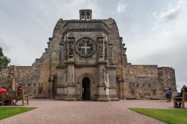 Rosslynská kaple: Ukrývá svatý grál a Ježíšovu lebku?