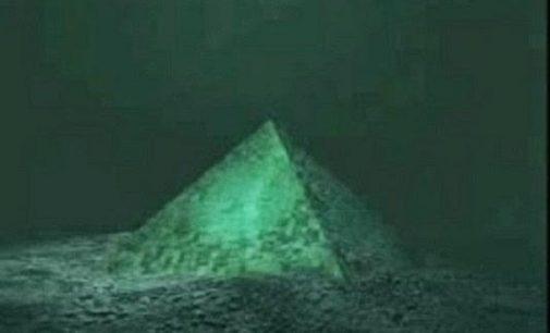 Bermudský trojúhelník ukrývá krystalové pyramidy
