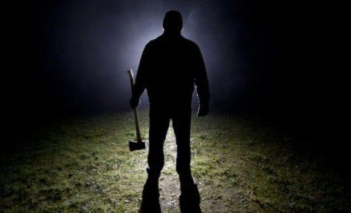 Krvavá sekera a jazz: sériového vraha se nepodařilo vypátrat