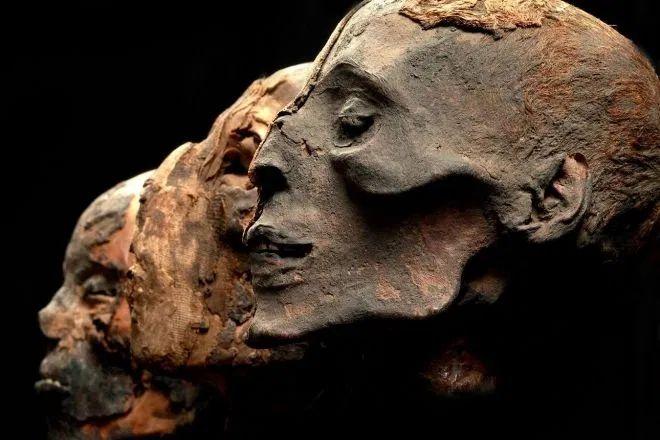 Záhada tarimských mumií: Obývali Dálný východ běloši?